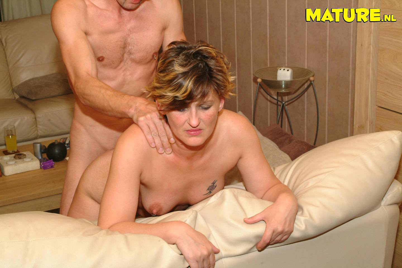 scarlett johansson topless pics